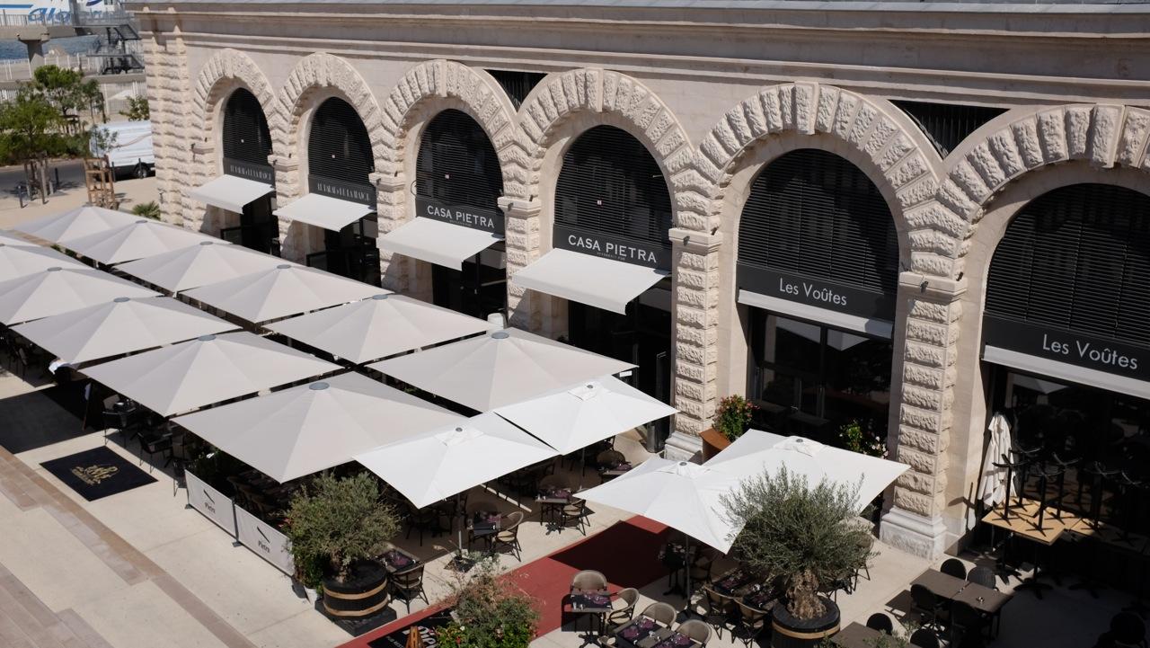 Restaurant marseille casa pietra love spots for Case di pietra davanti