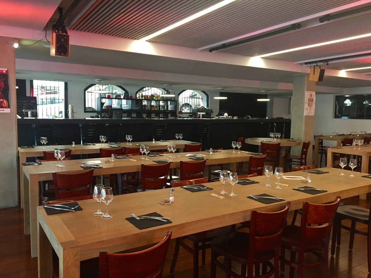 restaurant vieux port les grandes tables de la cri e love spots. Black Bedroom Furniture Sets. Home Design Ideas
