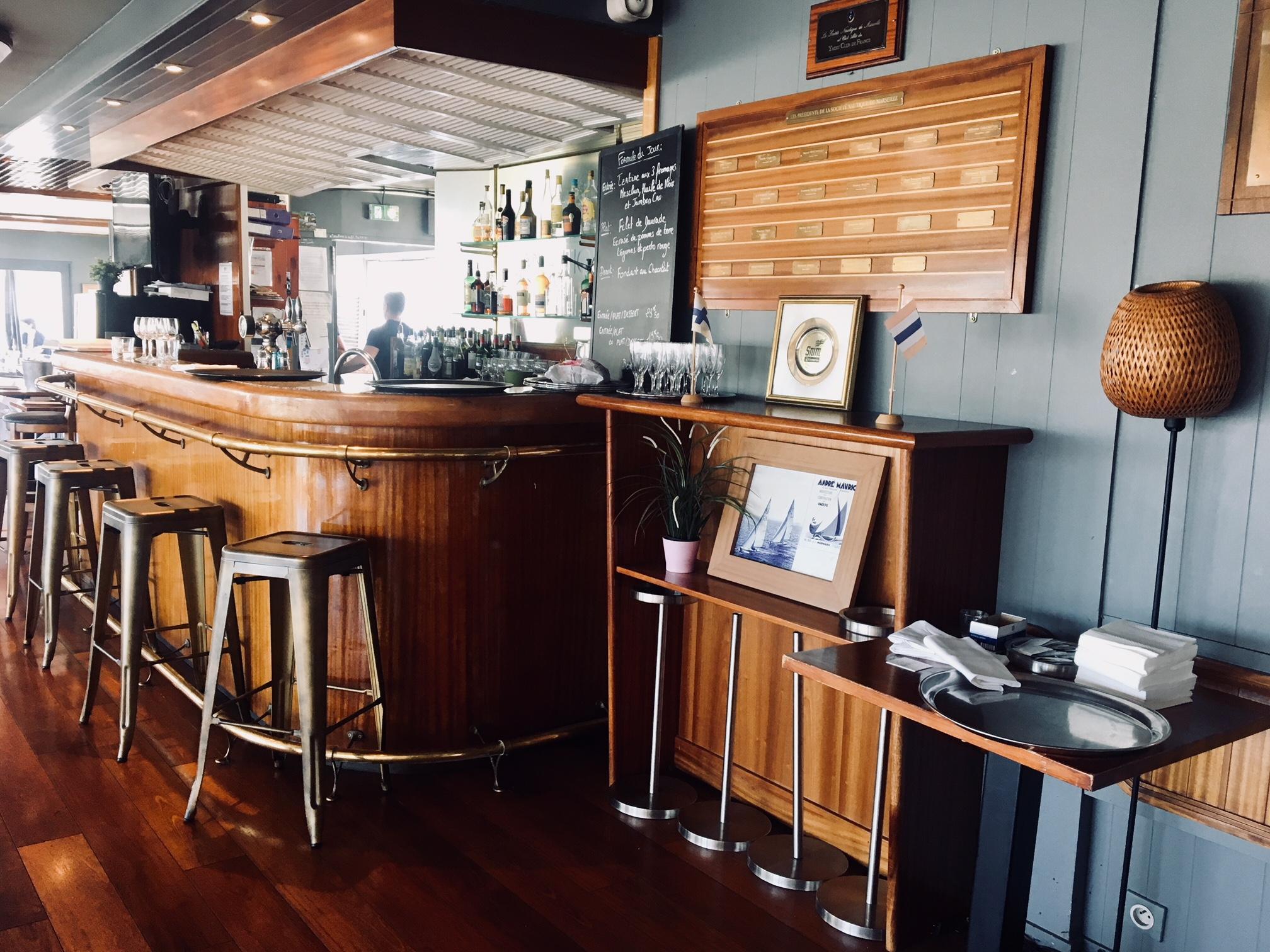 Restaurant vieux port marseille la nautique love spots - Restaurant la table du fort marseille ...