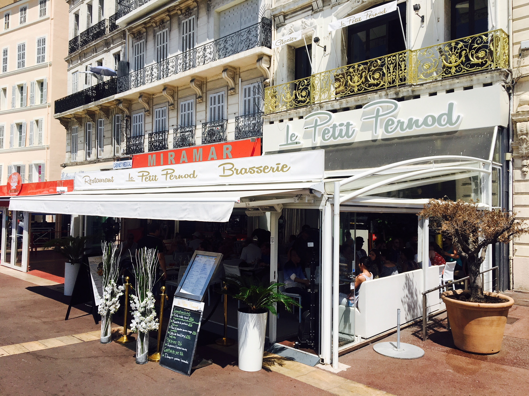 Restaurant vieux port marseille le petit pernod love spots - Au vieux port restaurant marseille ...