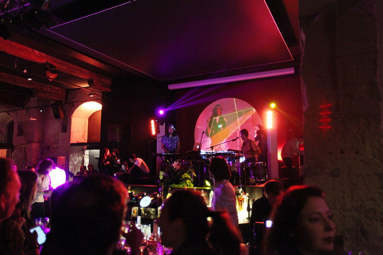 Bar club marseille la r ale love spots - Club house vieux port marseille ...