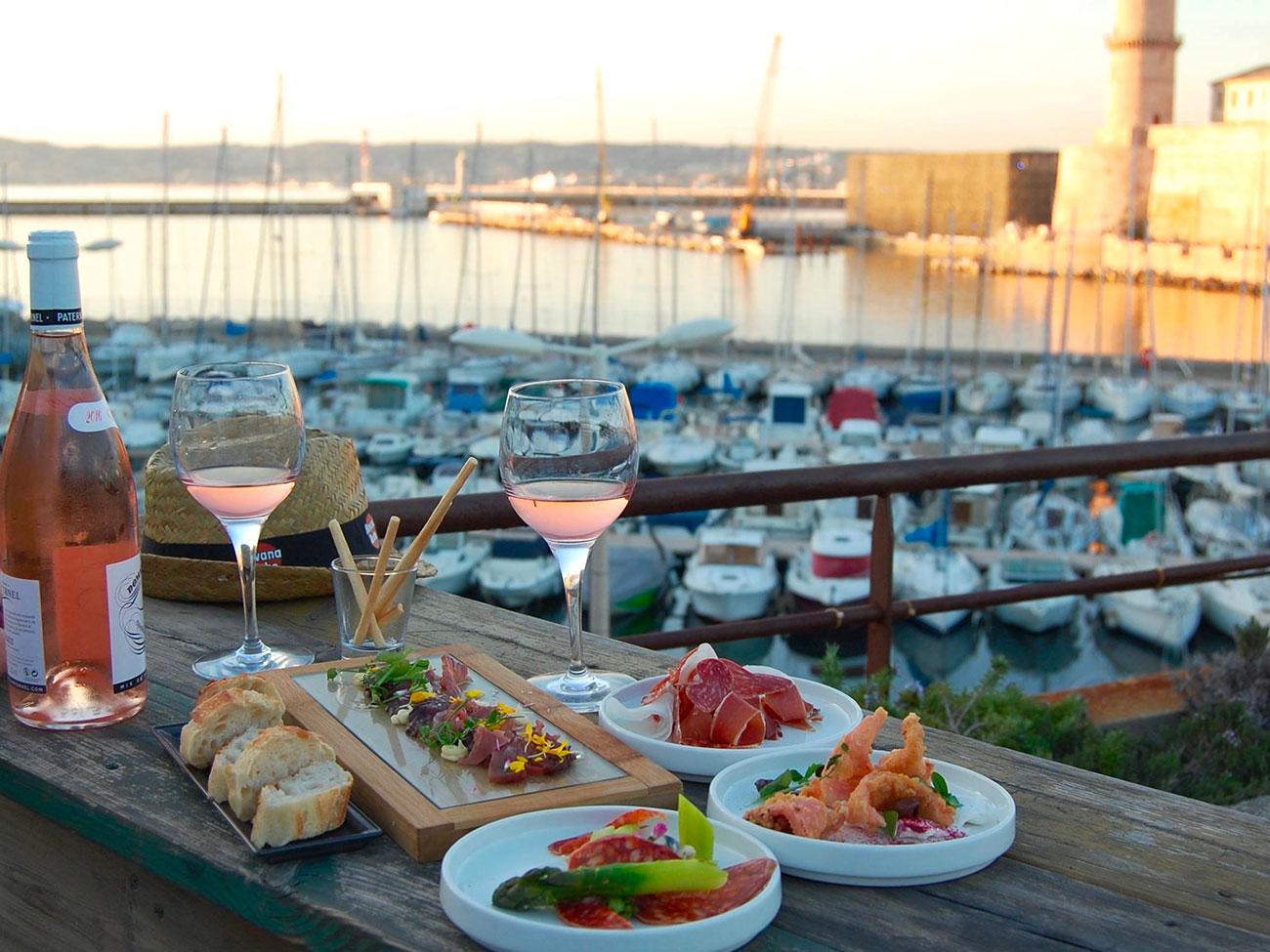 Les ap ros sunset rowing club love spots marseilles - Club house vieux port marseille ...