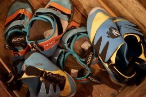 Arkose salle de Grimpe à Marseille chaussures