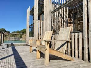 Hébergement nature Coucoo Cabanes Grands Cépages fauteuils