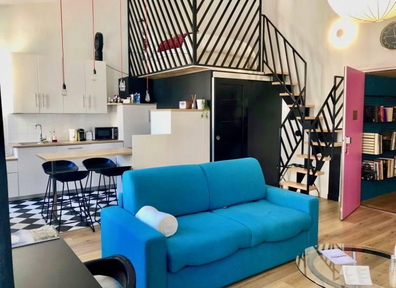 Maison Pépouze bed and breakfast à Marseille loft porte rose