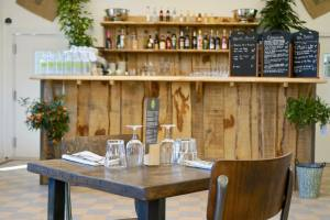 Les Jardins Du Cloître cuisine bistronomique à Marseille comptoir
