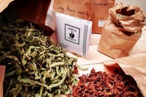 Pastis de la Plaine, Pastis artisanal de Marseille Love-Spots plantes du Père Blaize