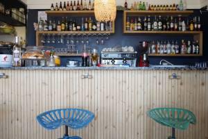 Le bar des amis, bar de bord de mer à Marseille comptoir