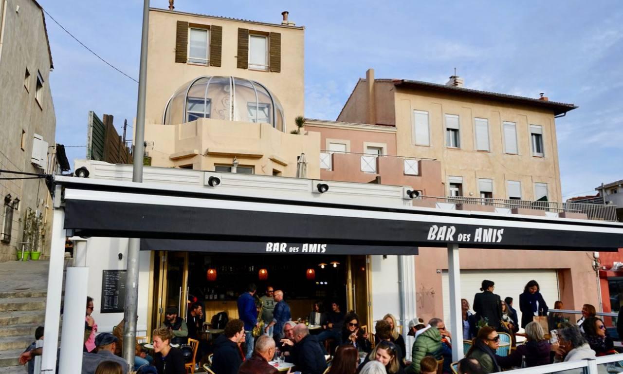 Le bar des amis, bar de bord de mer à Marseille terrasse