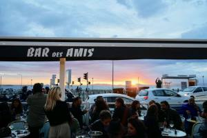 Le bar des amis, bar de bord de mer à Marseille sunset