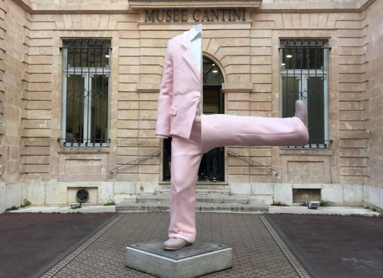 Erwin Wurm, exposition au Musée Cantini Statue