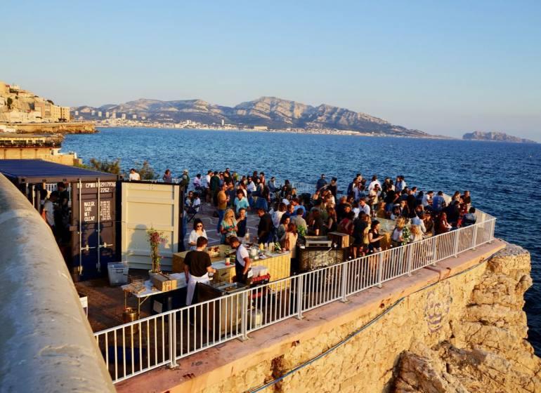 L'îlot de la Corniche, bar éphémère de bord de mer à Marseille (corniche)