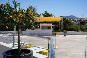 Les Bains, restaurant de bord de mer à Marseille (bar exterieur)