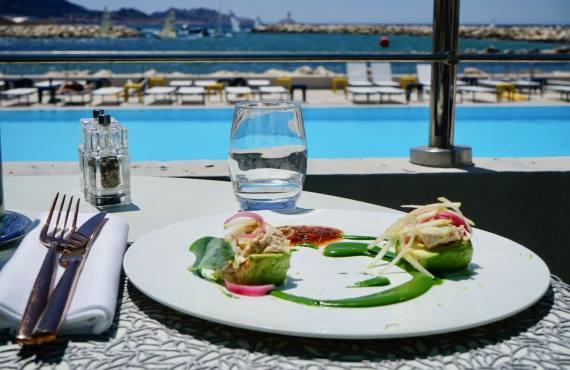 Les Bains, restaurant de bord de mer à Marseille (entrée)