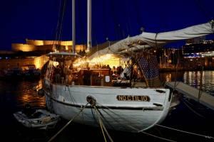 Noctilio, bar sur l'eau dans le Vieux Port de Marseille (de nuit)