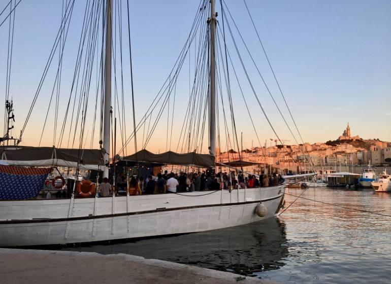 Noctilio, bar sur l'eau dans le Vieux Port de Marseille (goelette)