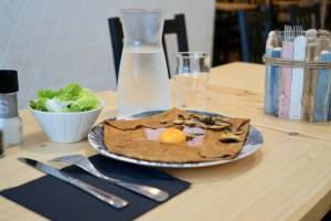 Oil and Wax, pancakes and coffee in Marseille (pancakes)