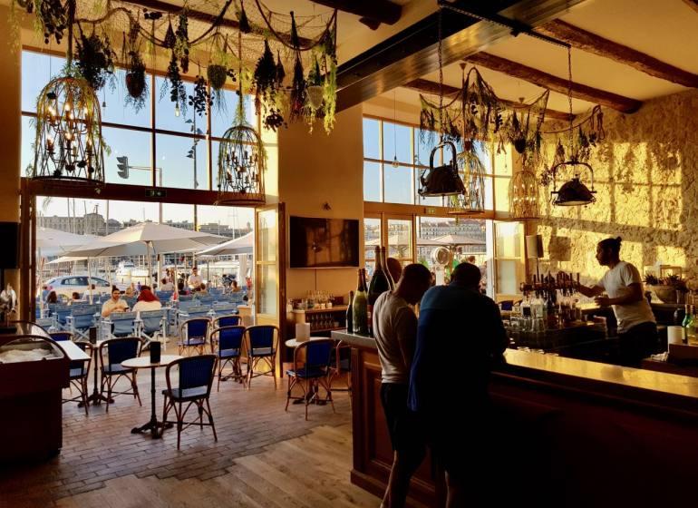 Beau Rivage, café, bar et Restaurant sur le Vieux Port à Marseille (Comptoir)