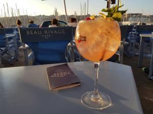 Beau Rivage, café, bar et Restaurant sur le Vieux Port à Marseille (cocktails)