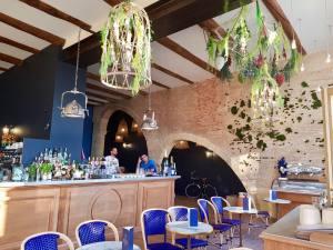 Beau Rivage, café, bar et Restaurant sur le Vieux Port à Marseille (interieur)