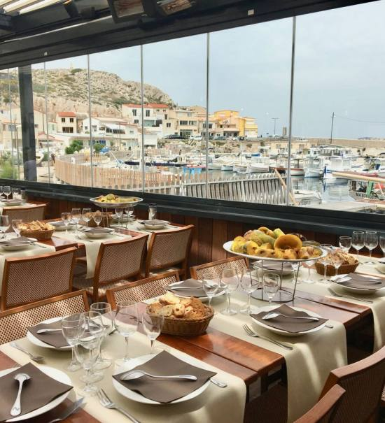 Le Grand bar des Goudes, restaurant de poissons à Marseille (pergola)