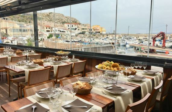 Le Grand bar des Goudes, restaurant de poissons à Marseille (pergola)