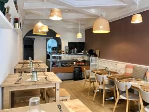 Moune, Lebanese restaurant, love spots (interior)