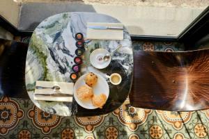 Le Quai, hôtel sur le Vieux-Port de Marseille (table)