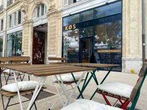 Kos, Scandinavian fast food in Marseille (terrasse)