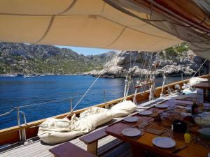 Le Don du vent, croisières et événements à quai sur un voilier de tradition à Marseille (déjeuner)