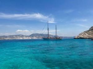 Le Don du vent, croisières et événements à quai sur un voilier de tradition à Marseille (mouillage calanques)