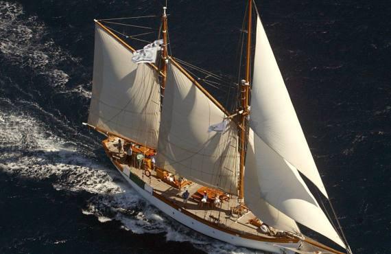 Le Don du vent, croisières et événements à quai sur un voilier de tradition à Marseille (vue du ciel)
