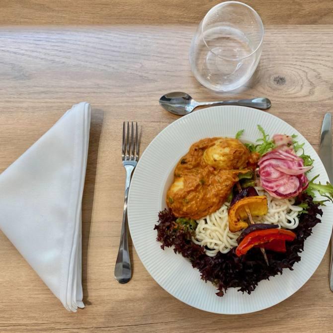 Mama Spice: restaurant, parfumerie d'épices et ateliers culinaires, dans le quartier des Antiquaires à Marseille (plat Kerela)