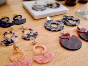 N°6, concept-store mode et design eco-responsable par Neatsche et LilNa (boucles d'oreilles)