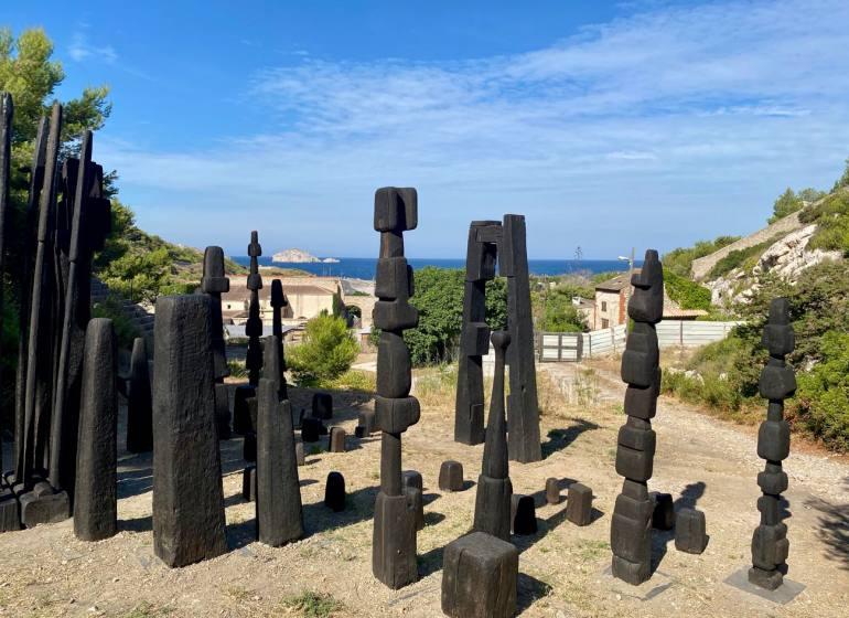 L'Été de la forêt, expo 2020 à la Friche de l'Escalette à Marseille (installation François Stahly))