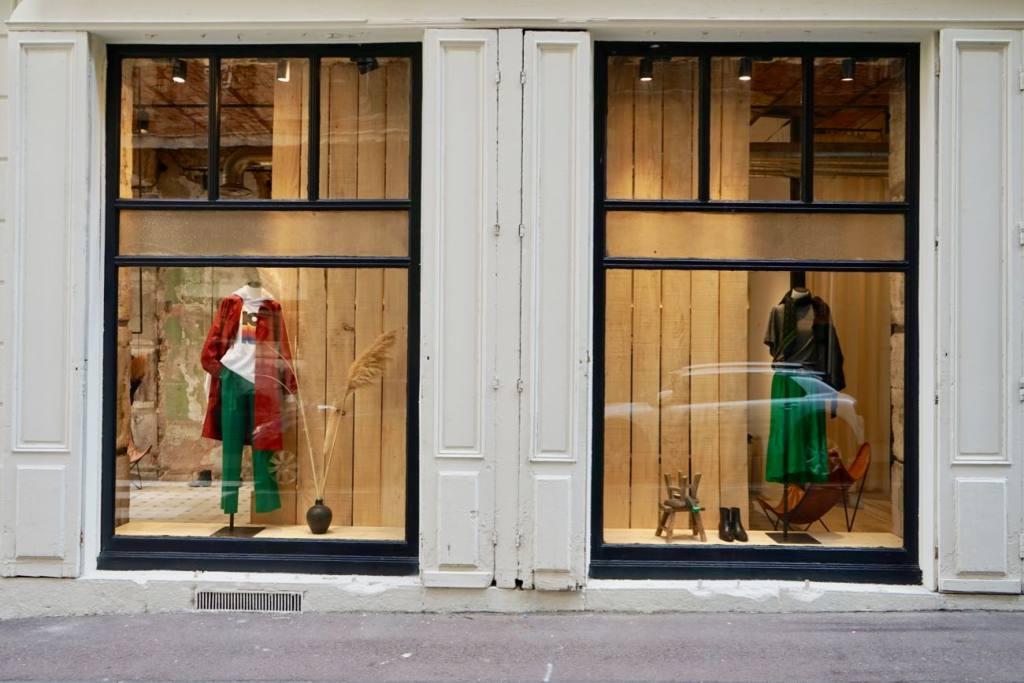 Mademoiselle, manicures in Marseille (window) (vitrines)
