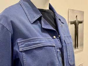 Vêtement modèle, exposition autour de 5 vêtement icônique de la mode au Mucem à Marseille (bleu de travail)