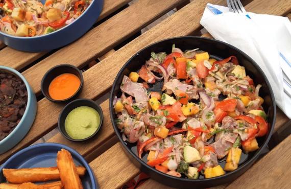 Assiette de ceviche à l'Arepas Club Marseille, restaurant de ceviche et arepas, cuisine latino-américaine à marseille