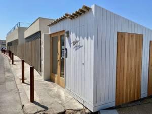 Tuba Club, restaurant et bar de plage dans le village des Goudes à Marseille 5entrée)