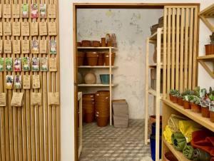 Akou, flower shop (Plants, seeds, soils, pots, tools) in Marseille (Anaïs)interior