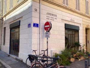 Akou, Jardinerie (Plantes, graines, terres, pots, outillage) à Marseille (facades)