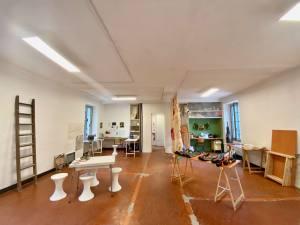 Les Ateliers Blancarde, Artothèque, bibliothèque, bricothèque dans la gare de la Blancarde à Marseille (salle d'expo)