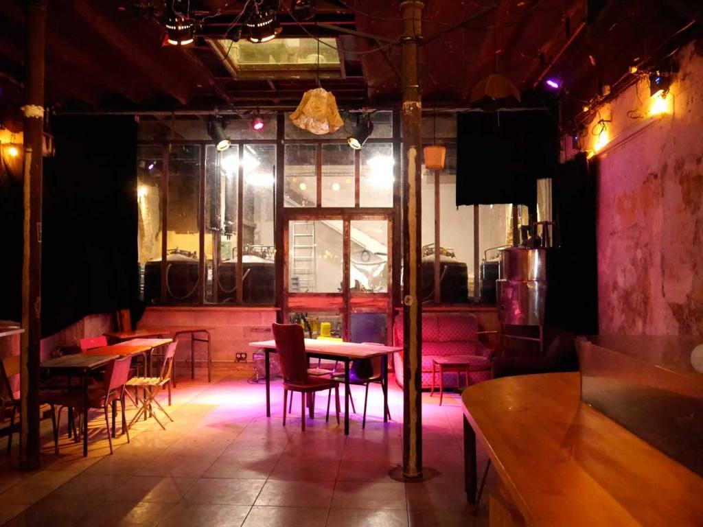 intérieur de la brasserie communale, bar et restaurant à Marseille