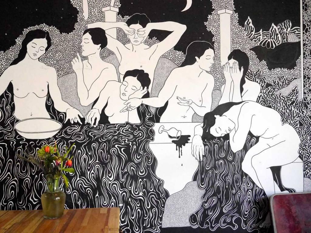 intérieur de la brasserie communale, bar et restaurant à Marseille, fresque de Anne Sophie Lacombe