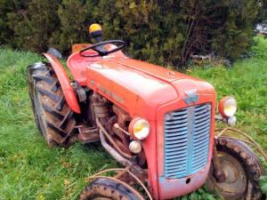 Manu, le paysan moderne, qui vend des légumes bio à Marseille (tracteur)