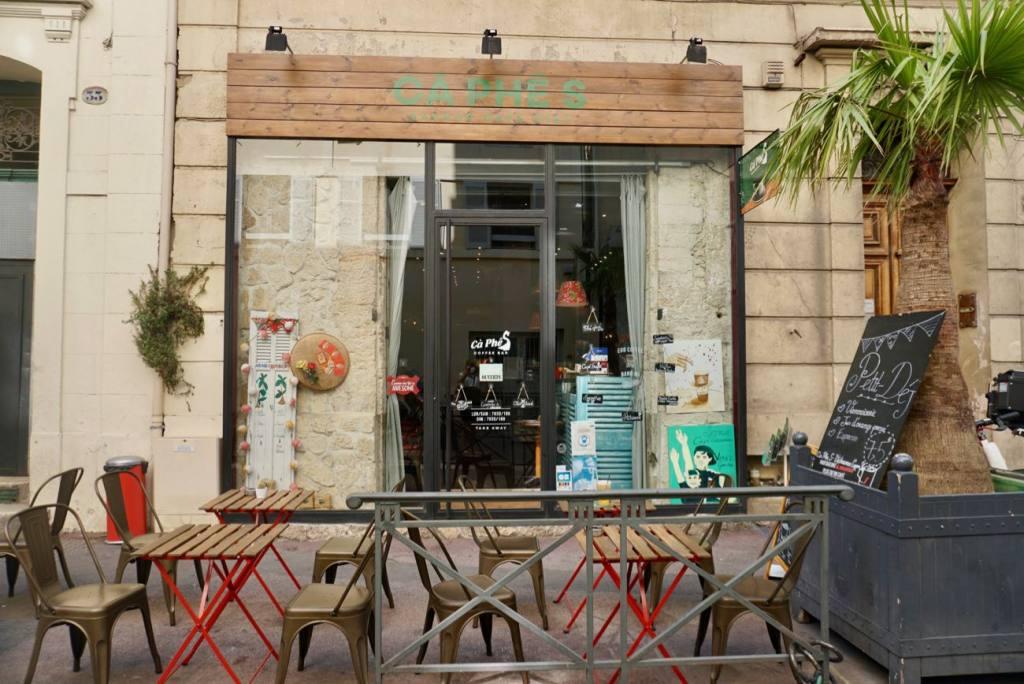 Cà Phê S, Coffee-shop vietnamien dans la rue sainte à Marseille (terrasse)