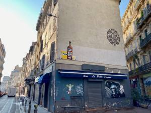 """Invaders was here"", la nouvelle invesaion de Marseille par Space Invader (cours julien)"