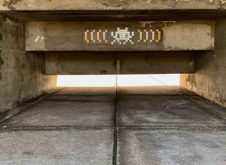 """Invaders was here"", la nouvelle invesaion de Marseille par Space Invader (le Corbusier)"