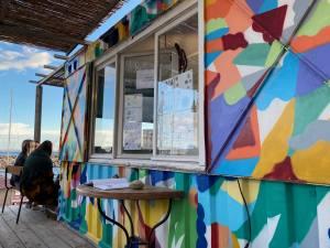 Thalassanté, incubateur de projets solidaires dans un village de containers du port de l'Estaque (bureau)