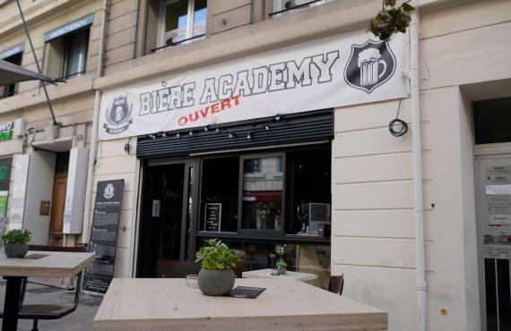 La Bière Academy, bar à bières artisanales et cave à bières à Marseille : devanture